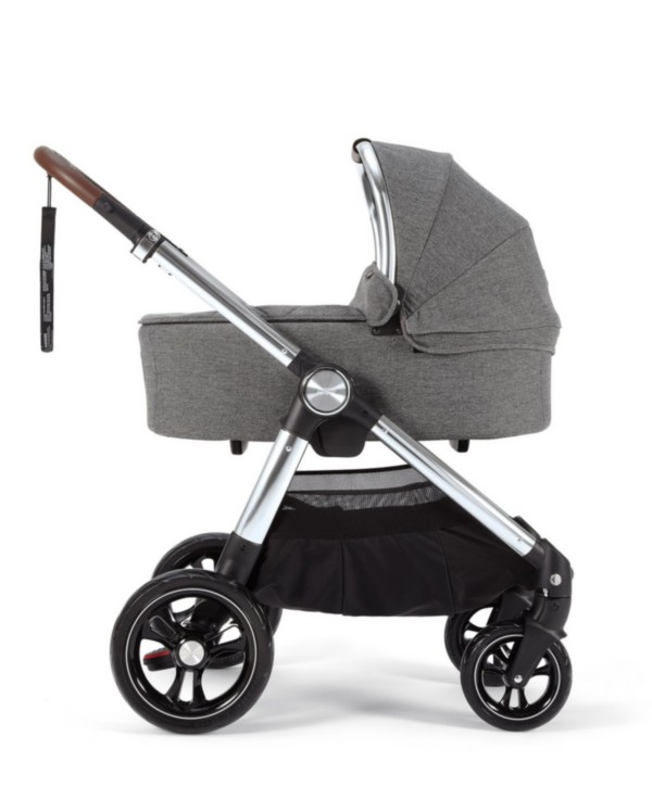 5777AS400_Ocarro_Grey_Twill_Carrycot_on_chassis[1]